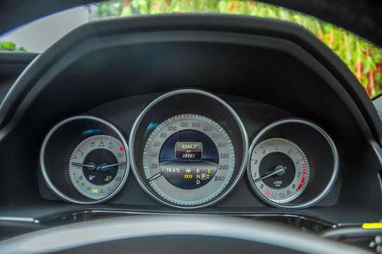 Mercedes-Benz E300 image 10