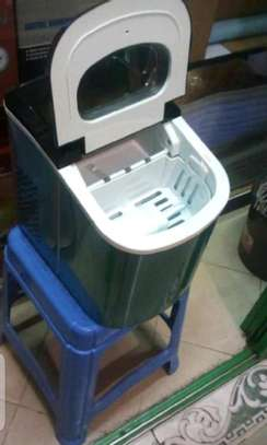 Ice cube maker image 1