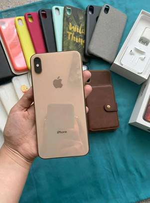 Apple Iphone xs max 512 Gigabytes Gold & Airpods image 2