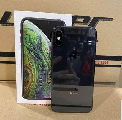 Iphone Xs image 3