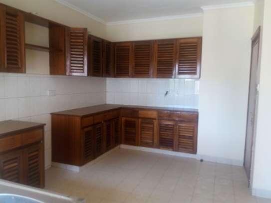Elegant 3 Bedrooms Apartment To Let in Kilimani image 8