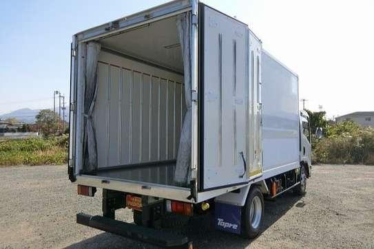 Isuzu ELF Truck image 6