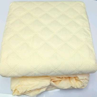 Waterproof mattress protector image 1