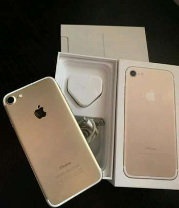 Apple Iphone 7 / 256 Gigabytes / Gold And Wireless Airpods image 1