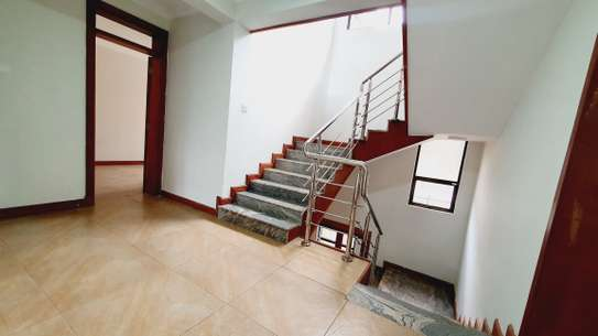 5 bedroom house for rent in Lavington image 17