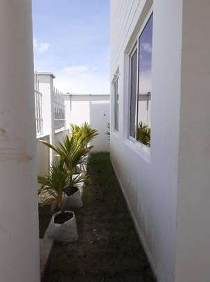 4 bedroom apartment for sale in Nyali Area image 9