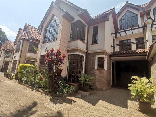 CLEAN AND SPACIOUS 5BEDROOM TOWNHOUSE WITH DSQ image 3