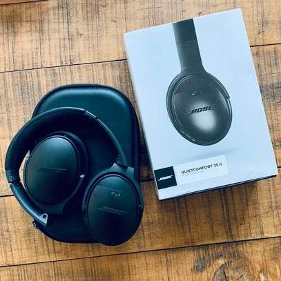 Bose QuietComfort 35 II Noise Cancelling Smart Wireless Headphones image 4