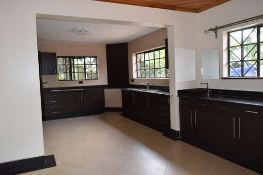 3 bedroom house for rent in Gigiri image 4