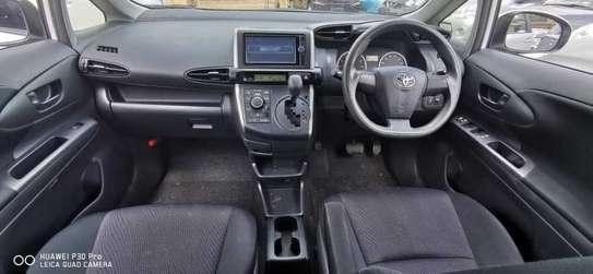 Toyota Wish image 5