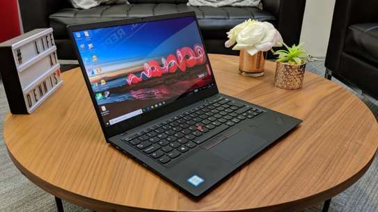 LENOVO X1 CARBON i7 with 4gb graphics