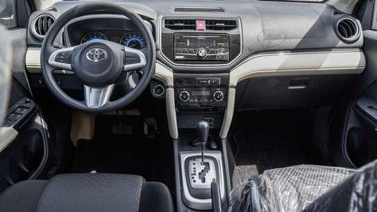 Toyota Rush image 5