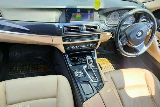 BMW 520i image 6