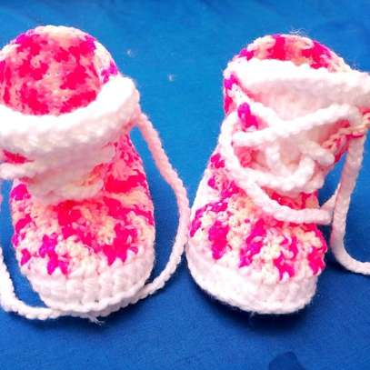 Crotched baby shoe