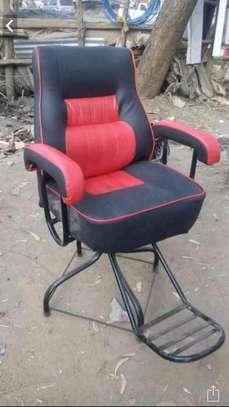 Kinyozi seats image 1