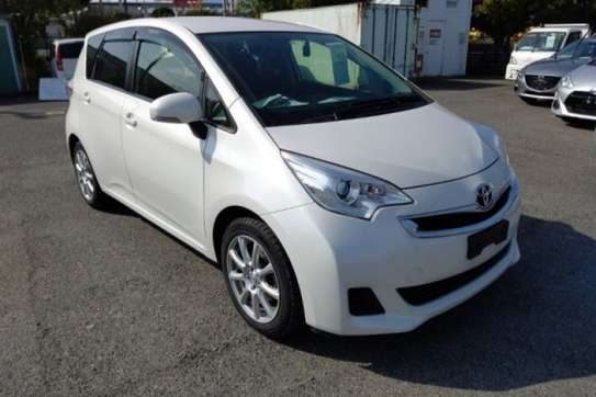 Toyota Ractis image 1