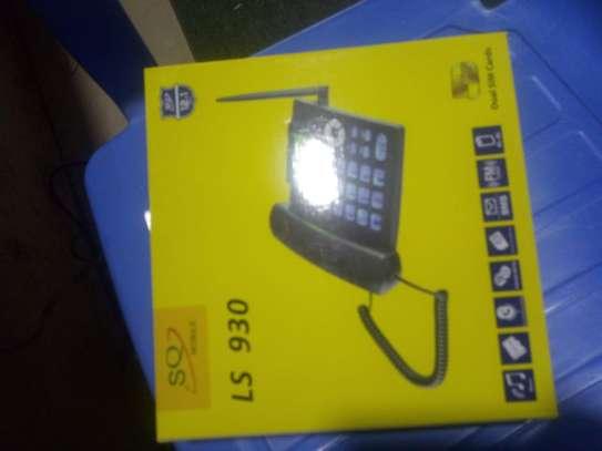 LS 930 desk phone image 1