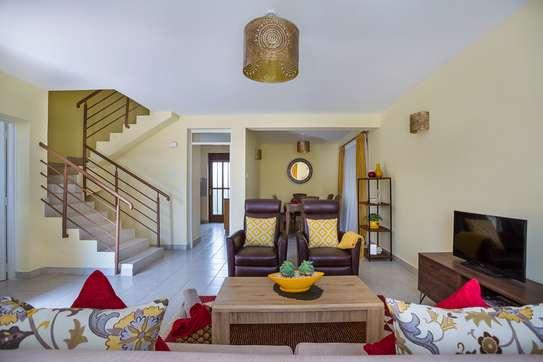 3 Bedroom Maisonette Master En-suite +DSQ image 3