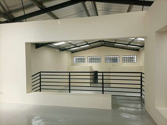 3000 ft² warehouse for rent in Mlolongo image 9