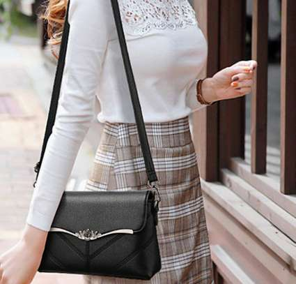 Ladies Shoulder bag image 6