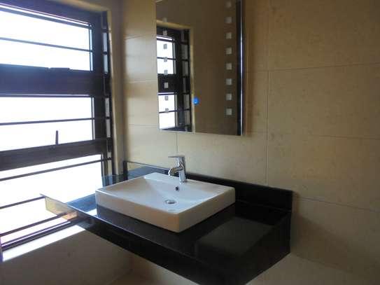 6 bedroom house for rent in Runda image 9