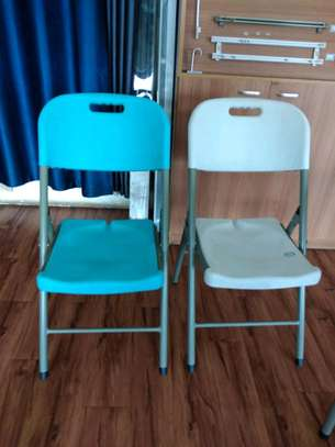 Foldable chairs image 1