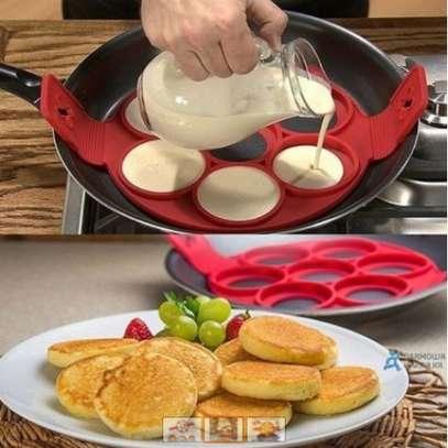 Non stick silicone pancake flipper image 1