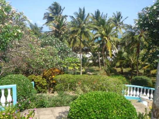 4br beach villa house with 2br guest wing for rent in Nyali. Hr15 - 1229 image 3