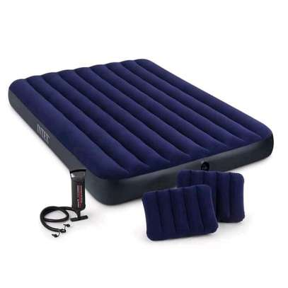 Inflating mattress with pump image 1