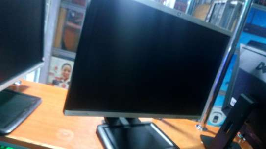 22 inches monitor HP image 4