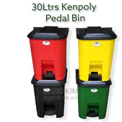 30L Kenpoly Plastic Pedal Bin (H-50cm D-4cm) image 1