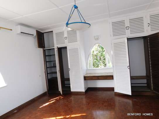 6 bedroom house for rent in Nyali Area image 17