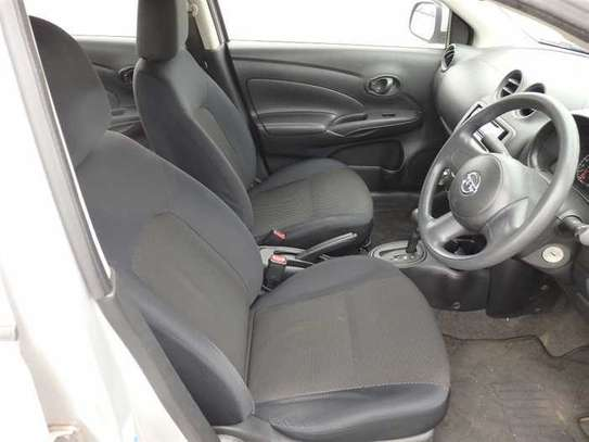 Nissan Tiida image 12