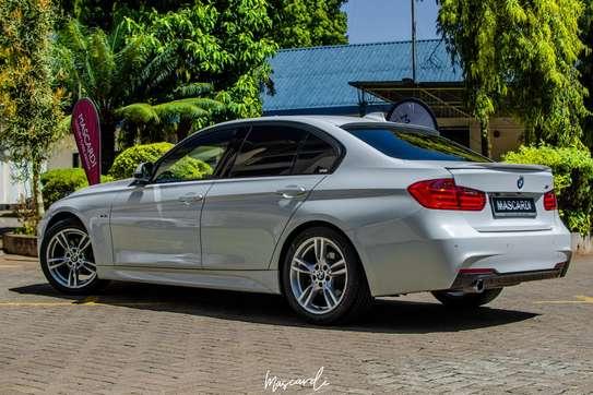 BMW 320i Sport image 8
