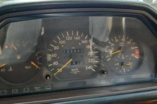 Mercedes-Benz 260 E image 11