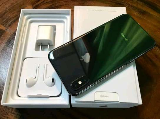 APPLE IPHONE X 256 Gigabytes Black Plus Airpods image 3