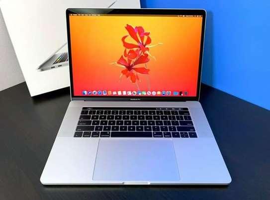 Macbook Pro 15 Retina 2017 Touchbar  2.9GHz Intel Core i7-7820HQ 16GB RAM 512GB PCIe SSD image 2
