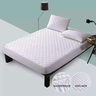 Waterproof mattress protector image 3