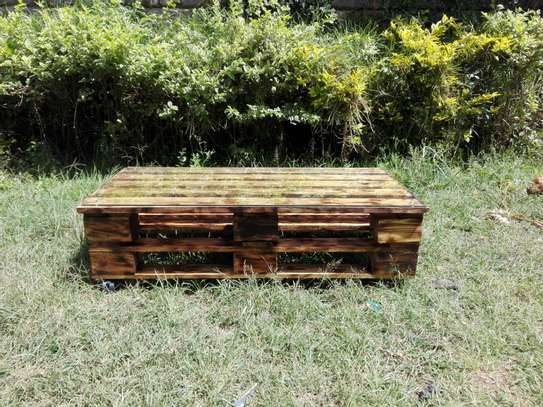 Pallets table image 3