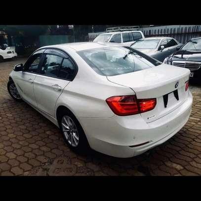 BMW 320i image 7