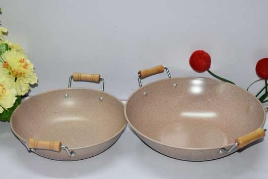 Granite Deep Pan with Wooden Handles- 25cm image 1