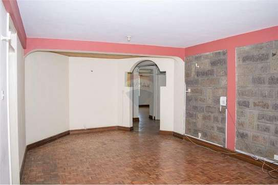 Stunningly Beautiful  3 Bedrooms Apartments In Brookside drive image 8