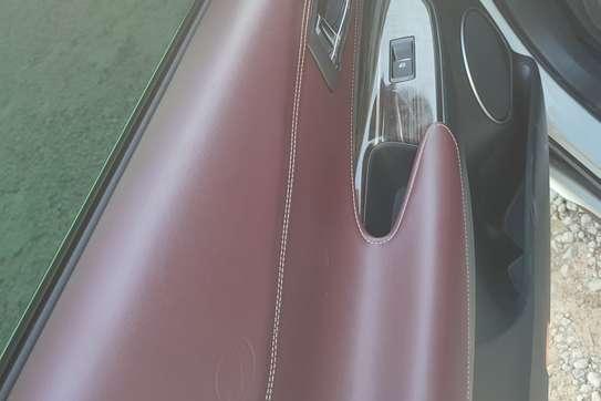 Toyota Harrier image 7