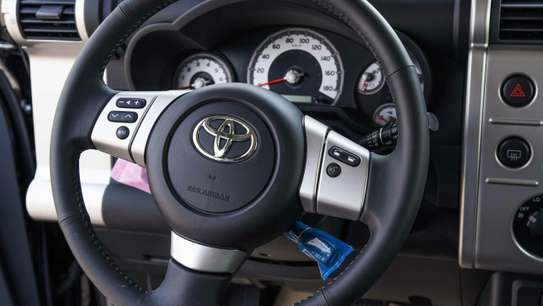 Toyota FJ CRUISER image 4