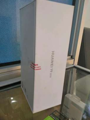 Huawei Y9 2019 brand new and sealed in a shop. image 2