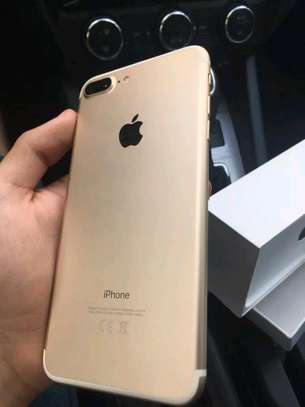 Apple Iphone 7 Plus Gold 256 Gigabytes Smartphone image 2