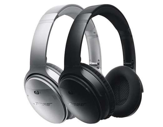 Bose QuietComfort 35 II Noise Cancelling Smart Wireless Headphones image 2