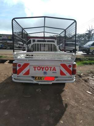 TOYOTA HILUX PICK UP RN85 image 4