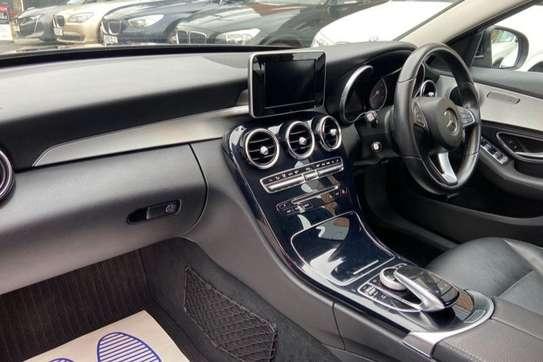 Mercedes-Benz C200 image 1