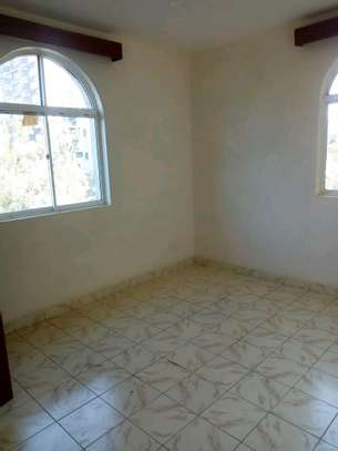 3 bedroom apartment available to let in Kilimani image 7